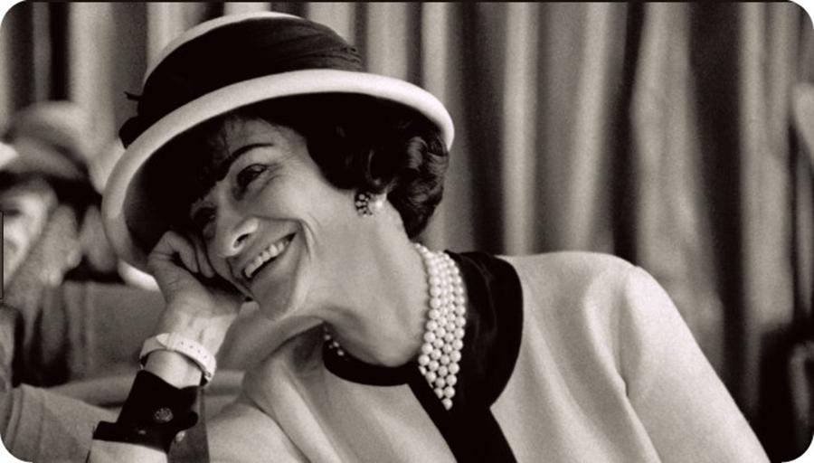 """""""Îmbracă-te ca și cum te-ai întâlni zilnic cu cel mai mare dușman al tău."""" Sfaturi de la Coco Chanel care te vor ajuta să fii o femeie stilată"""