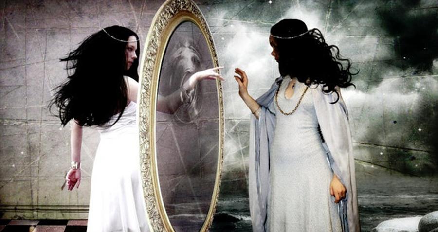 Cele sapte oglinzi Eseniene ne spun de ce atragem oamenii negativi in lumea noastra